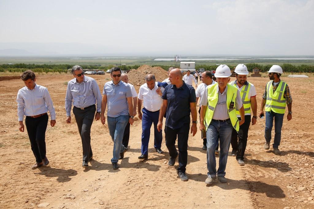 Глава Минсельхоза Армении Игнатий Аракелян представил прибыльную программу по созданию интенсивных садов